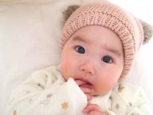 赤ちゃんの指しゃぶり1