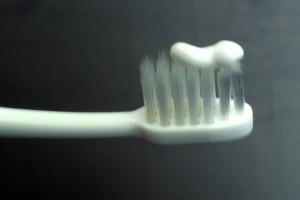歯磨き粉・横
